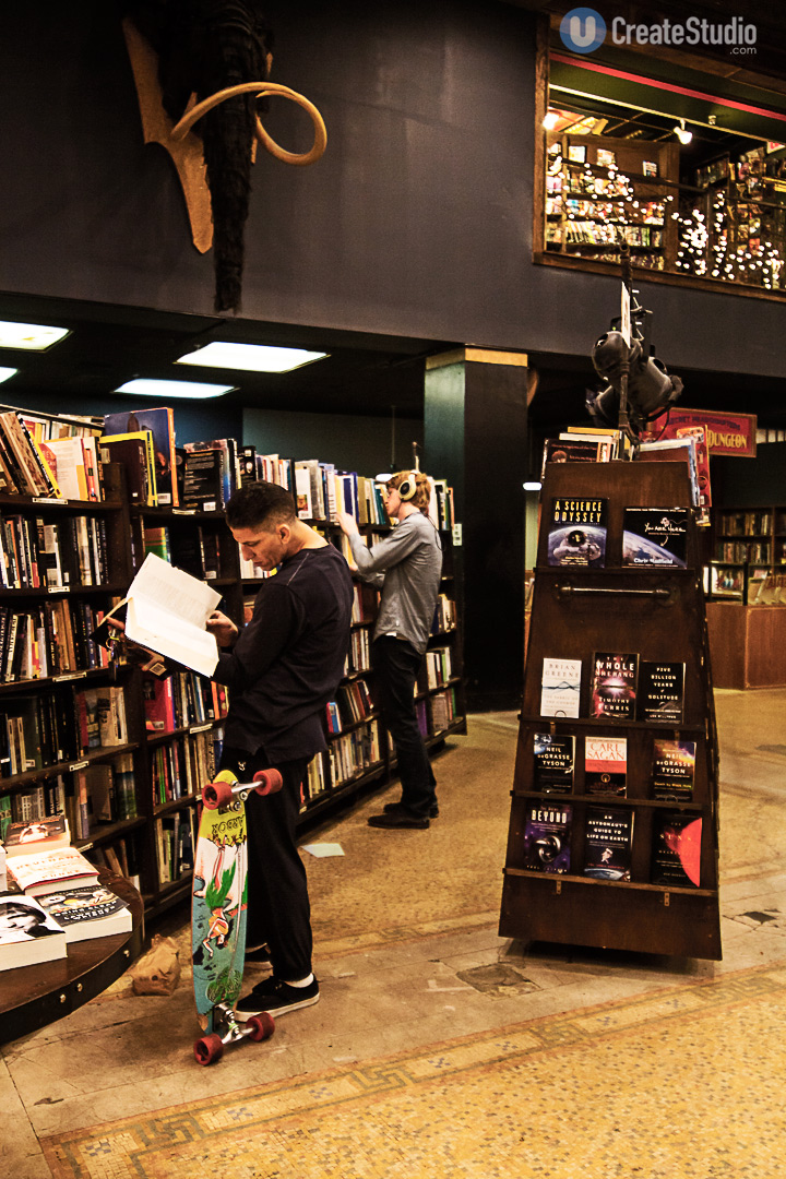 The-last-book-store_customers_u-create-studio-photography